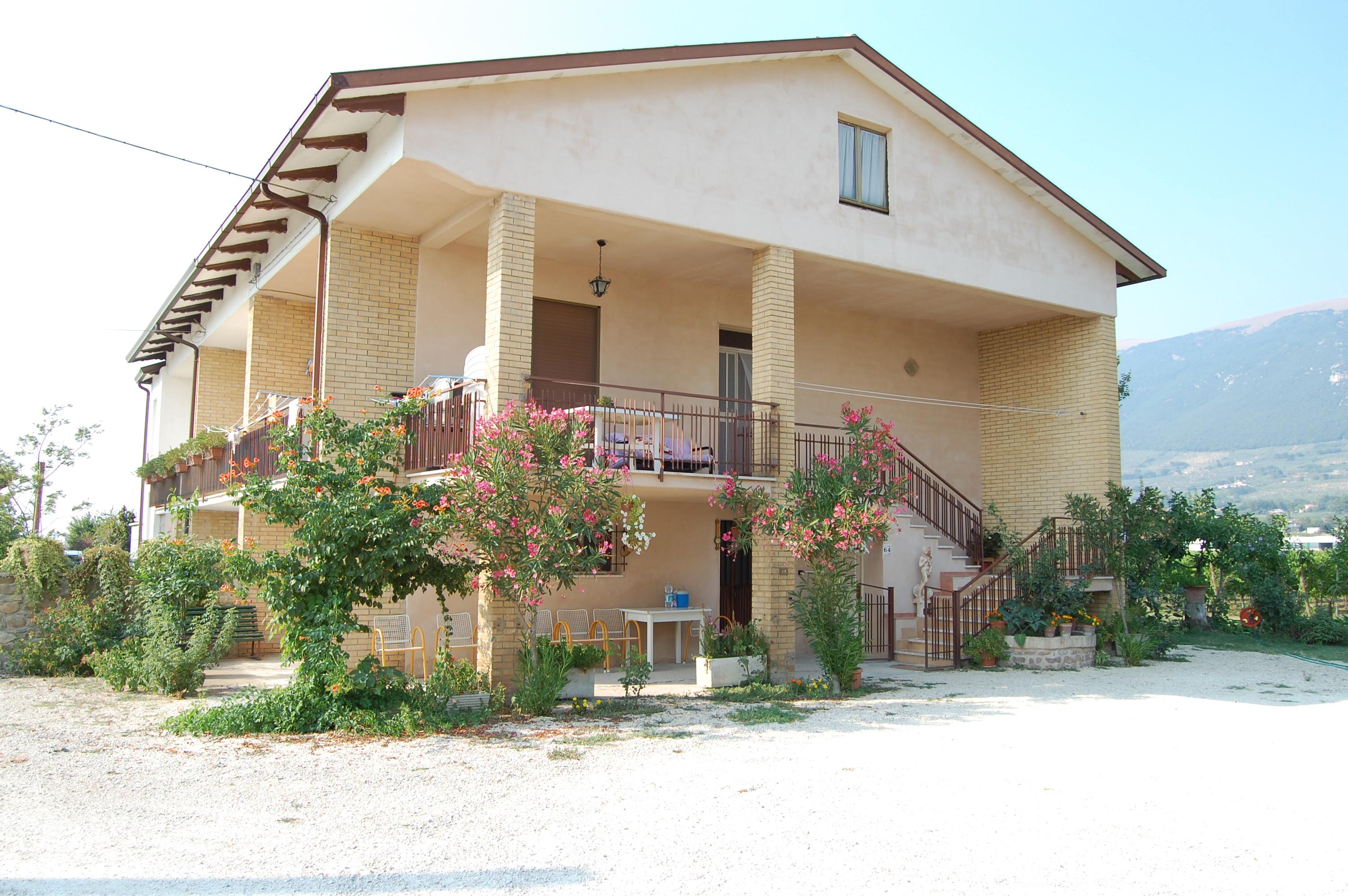 villa bifamiliare spello, vendita
