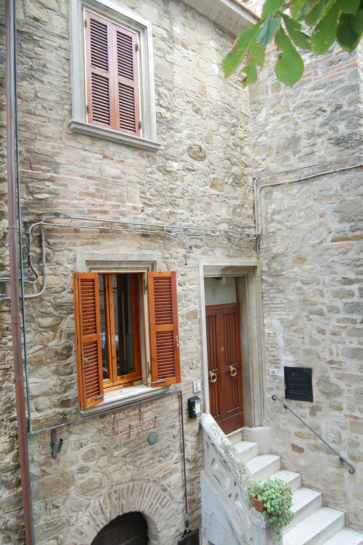 Casa indipendente in vendita a gualdo cattaneo subasio case agenzia immobiliare a - Case in vendita ...
