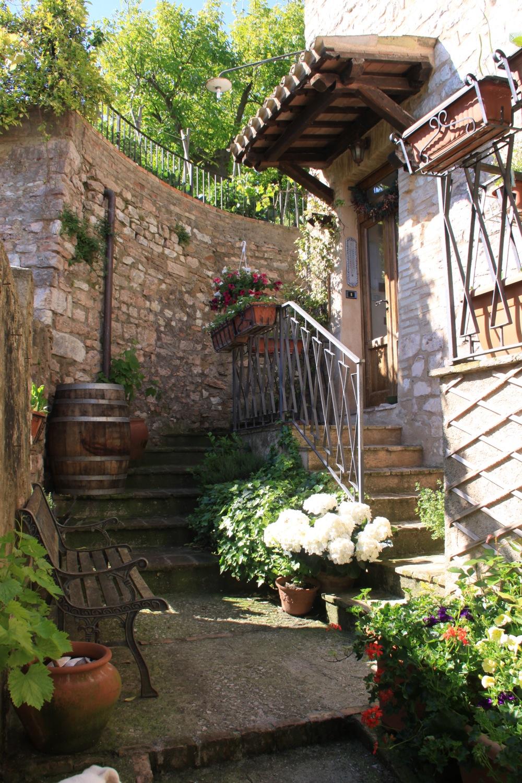 Casa indipendente in vendita a spello subasio case agenzia immobiliare a spello - Case in vendita grosseto con giardino ...
